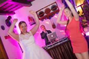 Esküvői DJ és Ceremóniamester egy személyben 24